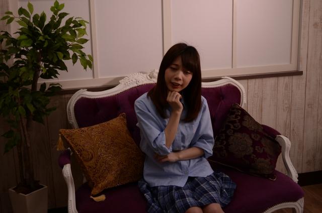 インタビューの女の子